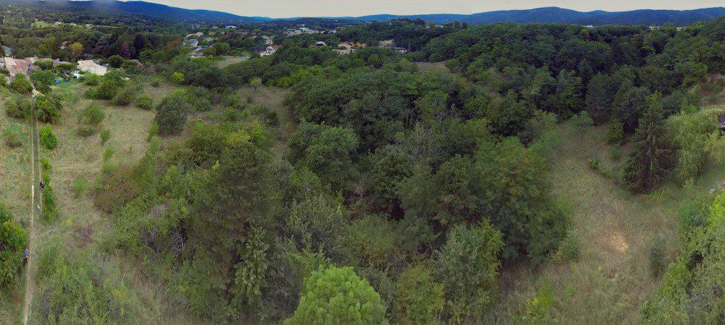 Vue panoramique du terrain