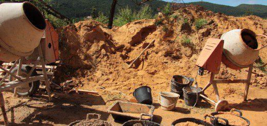 Des matériaux sains et locaux : le sable du terrain !